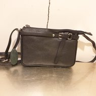Lederen-schoudertasje-Zwart